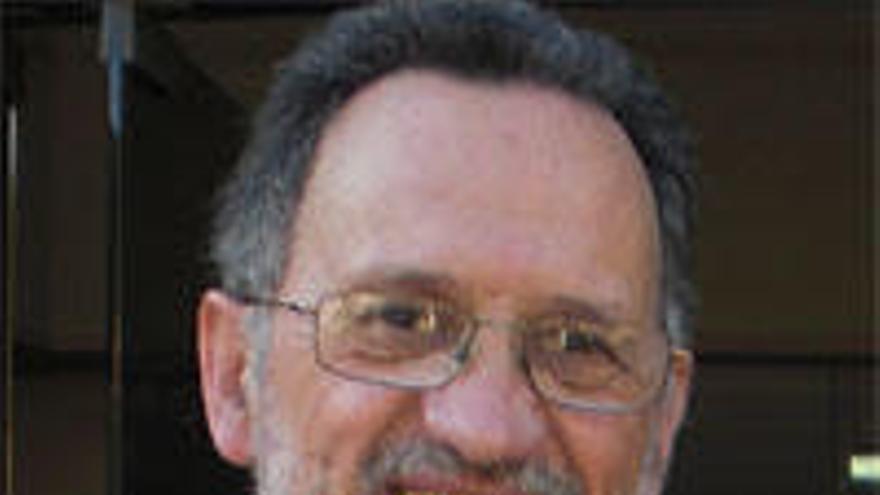 Dedican a Santiago Fraga, investigador jubilado del Oceanográfico, un nuevo organismo marino