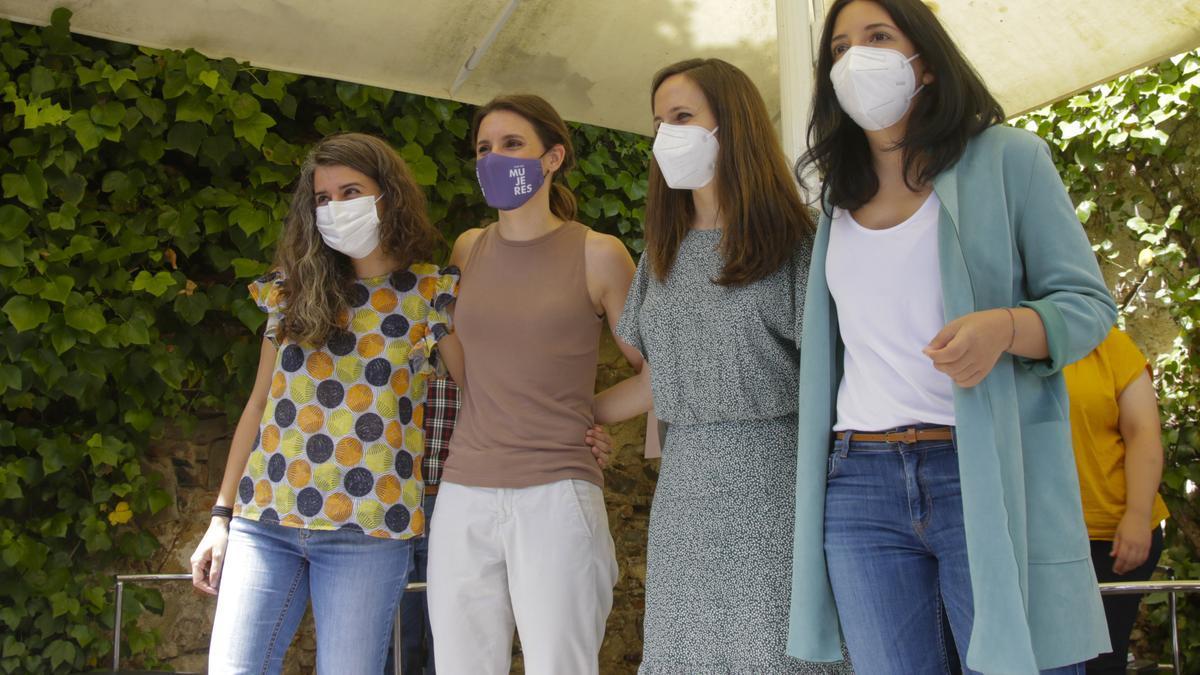 Las cuatro miembros de Podemos, en el acto de campaña,
