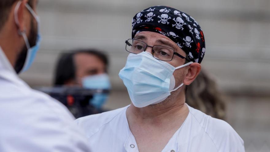 El Clínico de Madrid admite que ha vacunado a varios jubilados que no debía