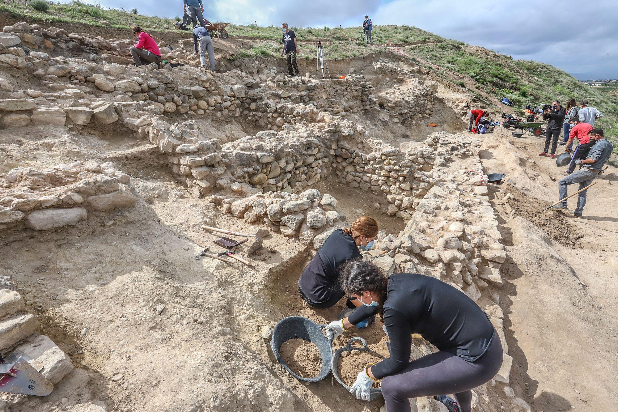 Excavaciones arqueológicas en el yacimiento de Los Saladares