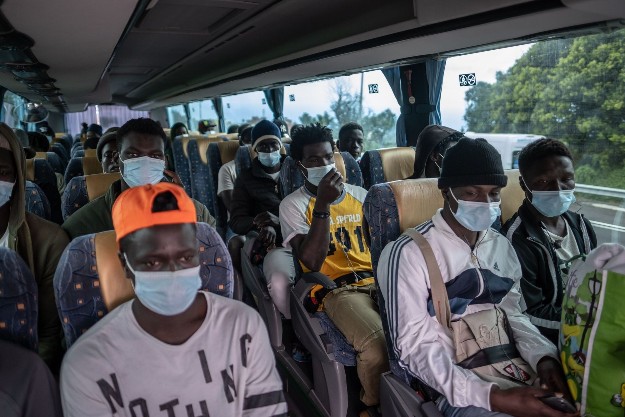 Menores migranttes denuncian su traslado al campamento de Las Raíces
