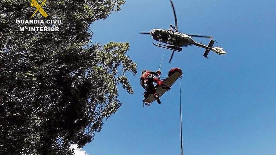 Rescatada en helicóptero una senderista tras saltar a una poza en Cáceres