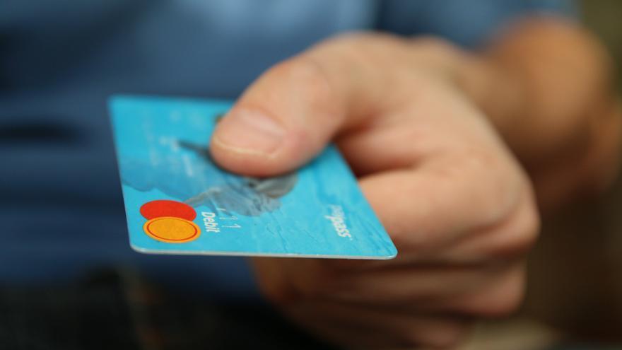 """Los fondos buitre, a la caza de créditos rápidos y tarjetas """"revolving"""" en Galicia"""