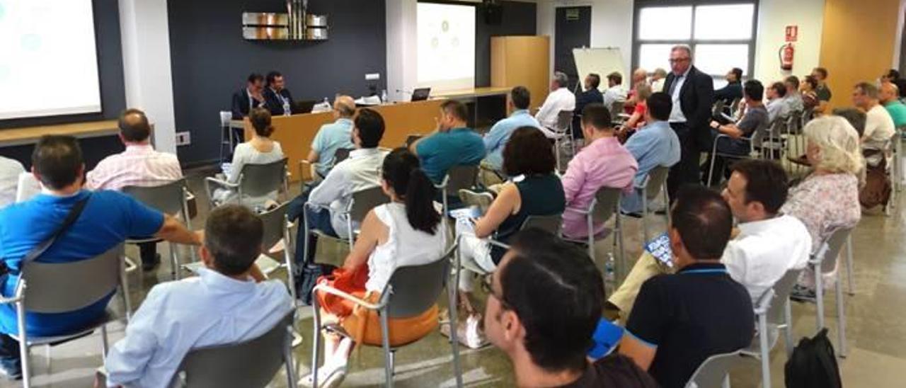 Encuentro con las empresas por la presentación de Innovapoli.