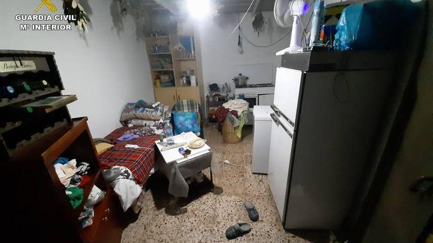 La Guardia Civil libera a una mujer explotada y encerrada un año en un garaje de Alicante