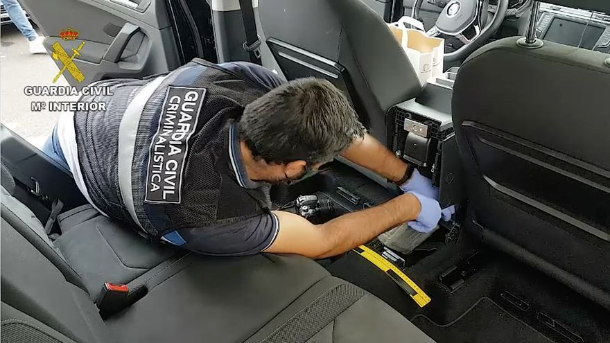 La Guardia Civil interviene 14 kilos de cocaína en un coche en el Port d'Alcúdia