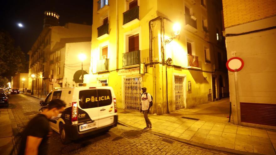 Robos, tráfico de drogas y conducir bebido, los antecedentes del pistolero que agredió a dos policías en Zaragoza