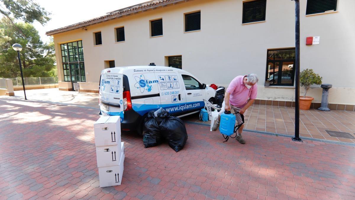 Las instalaciones del albergue del Valle están siendo preparadas para acoger a los inmigrantes. JUAN CARLOS CAVAL