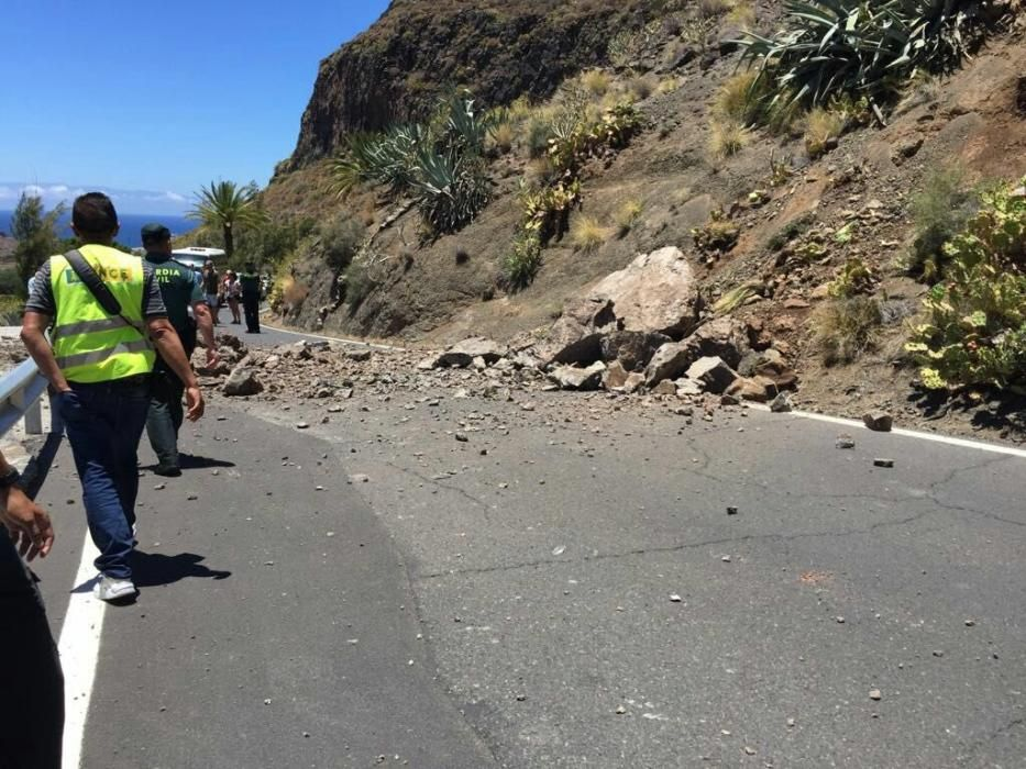 Derrumbe en la carretera del Valle de Agaete.