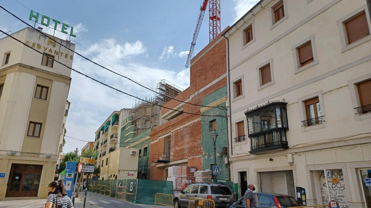 Estado actual de las obras del teatro María Luisa, en la calle Camilo José Cela.