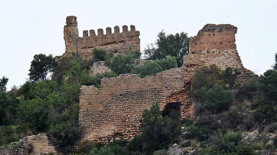 Villalonga paraliza la expropiación del castillo entre críticas por no hablar con los propietarios
