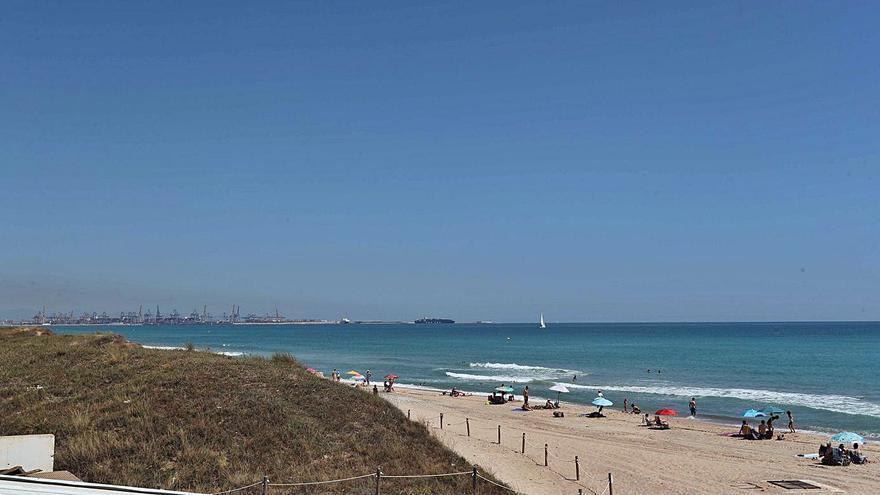 El Gobierno gasta en Valencia seis millones en reponer arena de playa