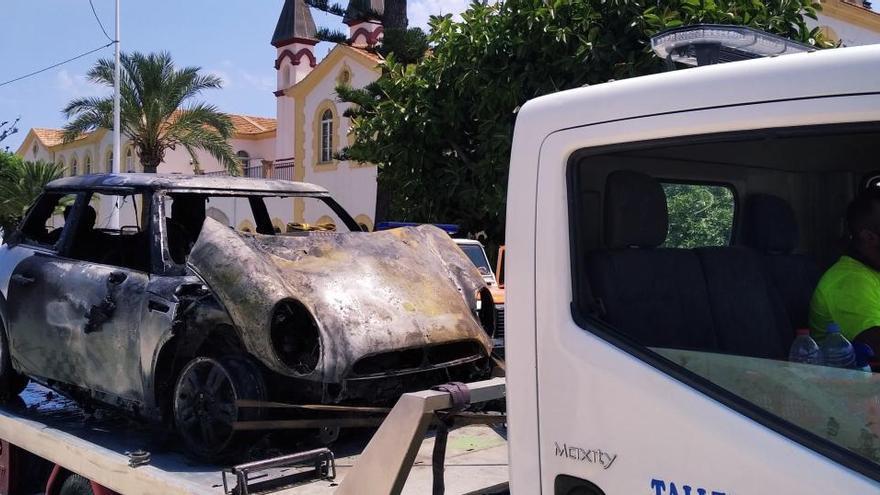 Arde un coche en Xàbia y prende 150 metros cuadrados de una finca histórica