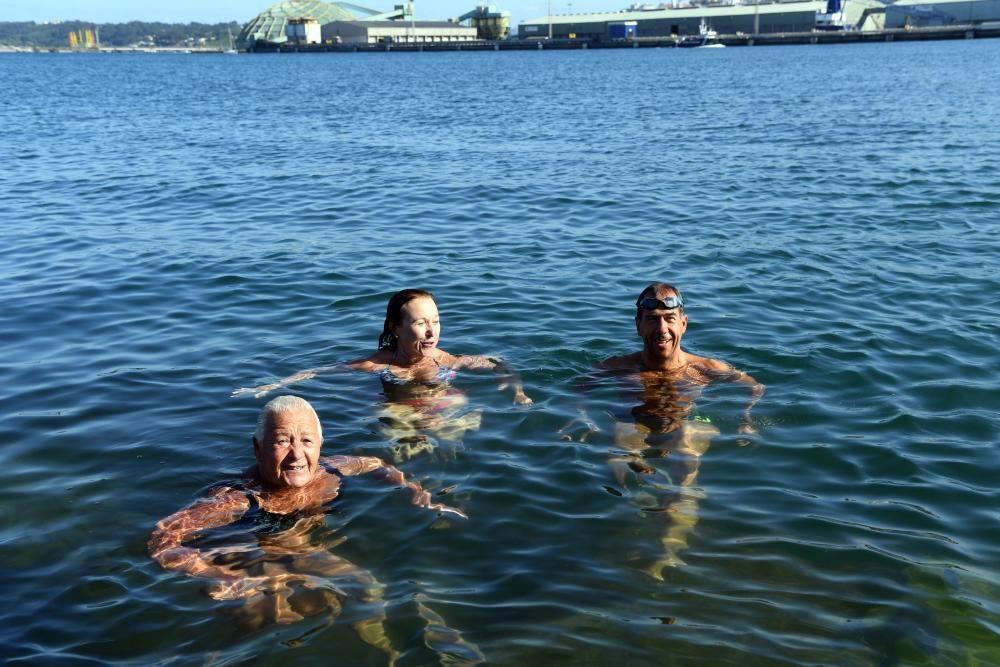Concello y Puerto prohíben nadar en la zona, que habilitarán solo si la calidad del agua es buena y si hay puesto de socorrismo.