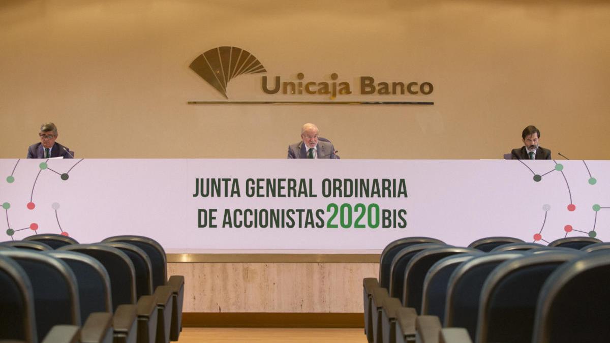 La junta de accionistas de Unicaja Banco, presidida ayer por Manuel Azuaga.