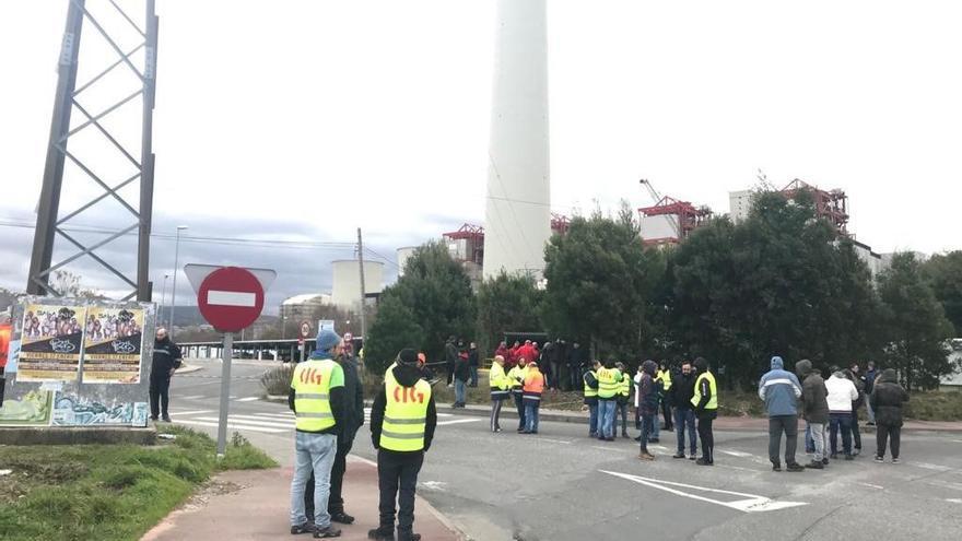 Los sindicatos piden garantías para las auxiliares de Endesa ante el cierre en As Pontes