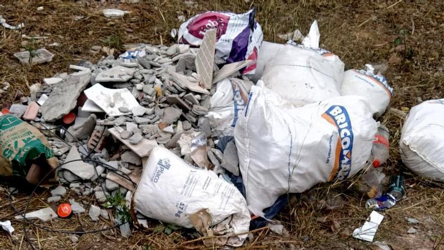 Castellbell imposa tres multes d'entre 750 i 1.000 euros per abandonar residus a la via pública