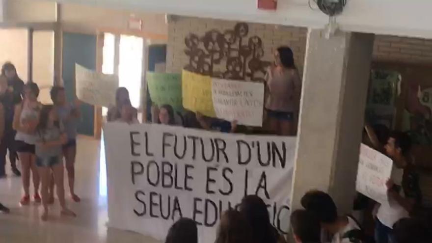 Alumnos del IES Betxí, en pie de guerra por recortes en Bachillerato