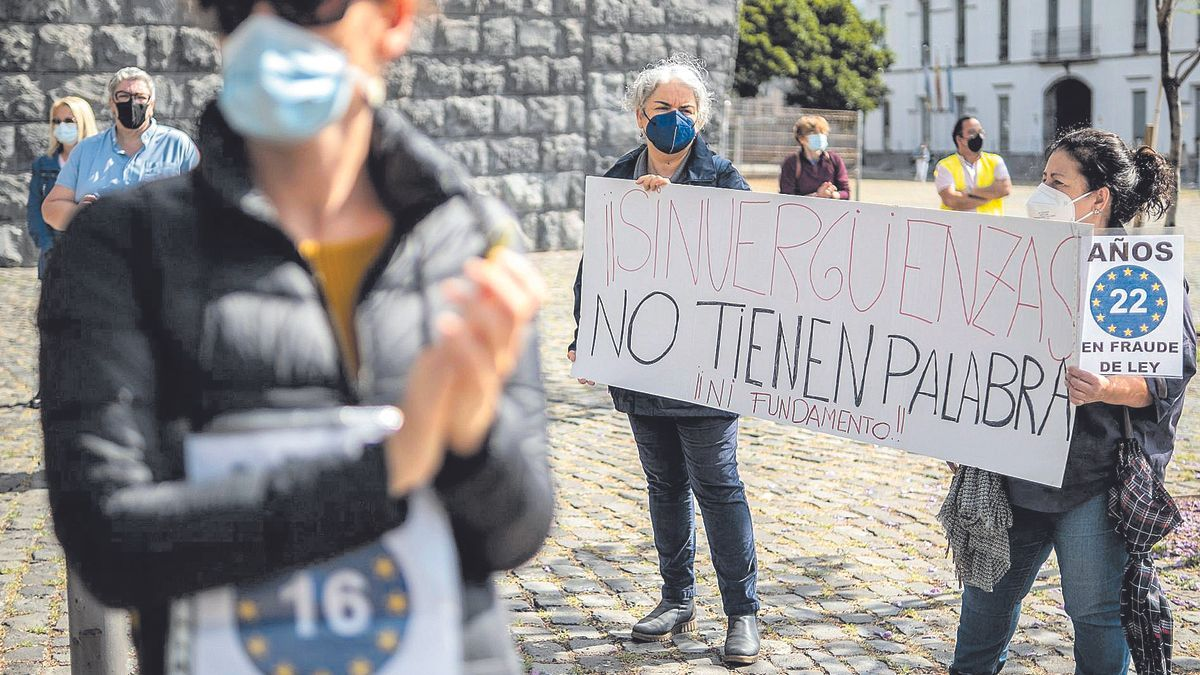 Instante de una concentración de interinos de la Administración autonómica a las puertas de la sede de la Presidencia del Gobierno de Canarias