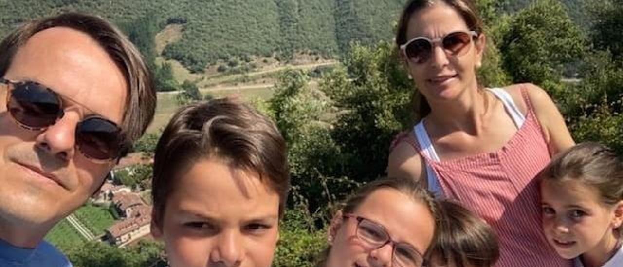 Silvia Burillo, junto a su marido e hijos, unas de las familias numerosas de Alicante afectadas por la nueva factura de la luz