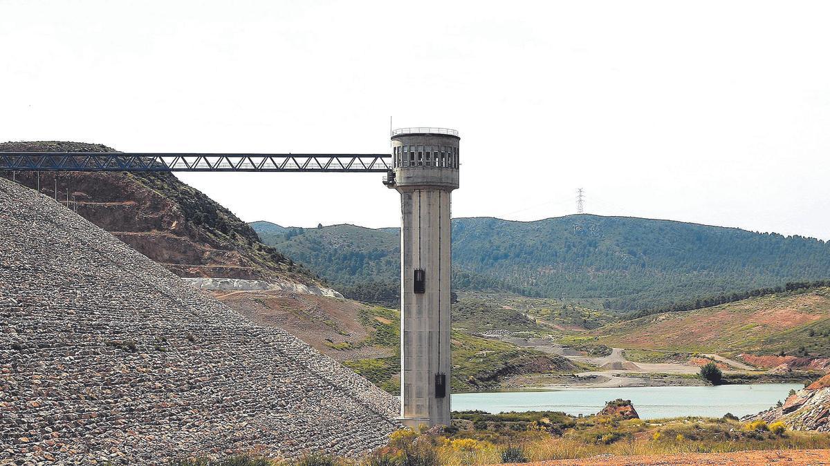 La presa y la torre de tomas ya están acabadas, por lo que el trabajo se centra en el túnel de trasvase.
