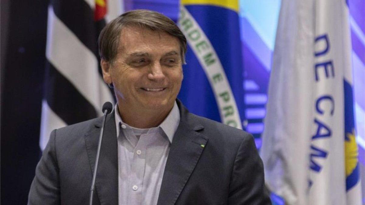 """Bolsonaro afirma que no hay """"ni una hectárea"""" de selva devastada en Brasil"""