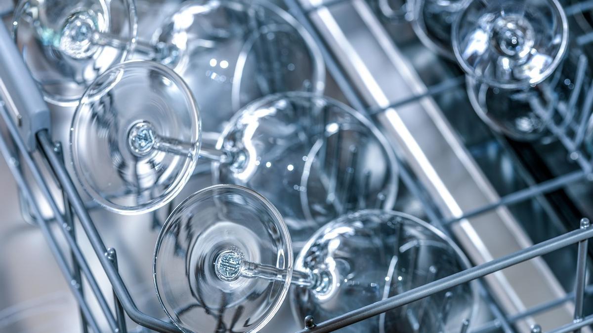 Trucos de limpieza para eliminar la cal de los vasos.