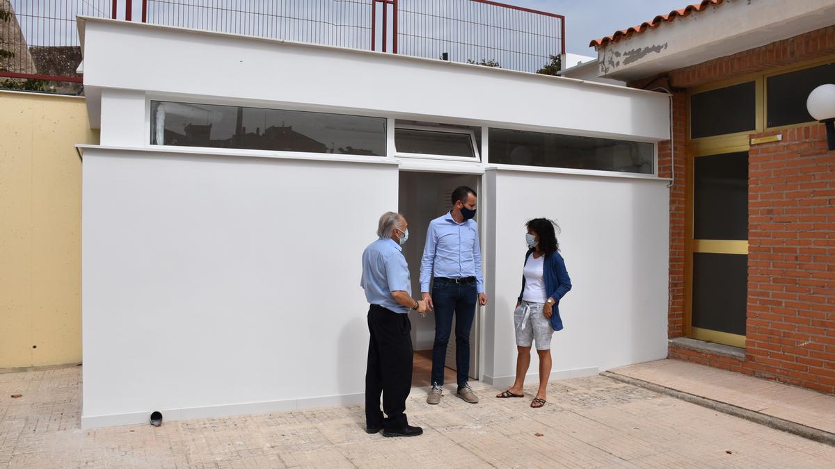 El concejal de Educación, Alberto Belda, en su visita al colegio público Sant Vicent.