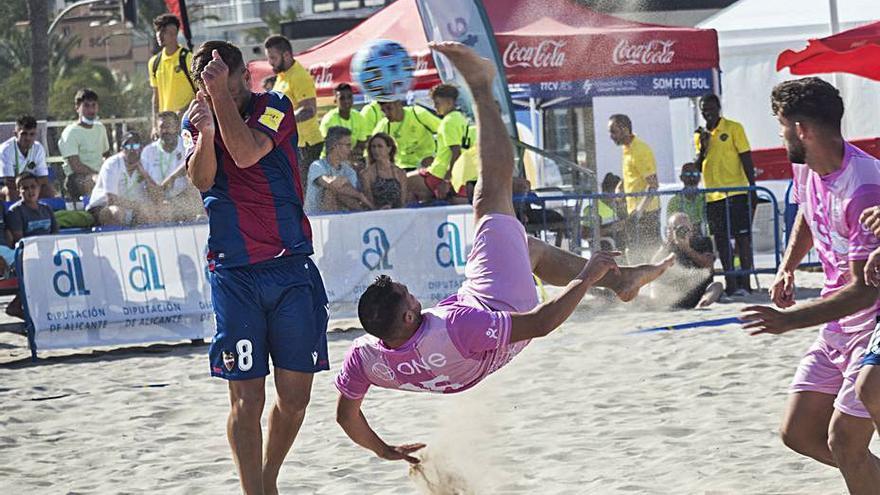 La playa de San Juan se convierte en el centro del fútbol-playa español