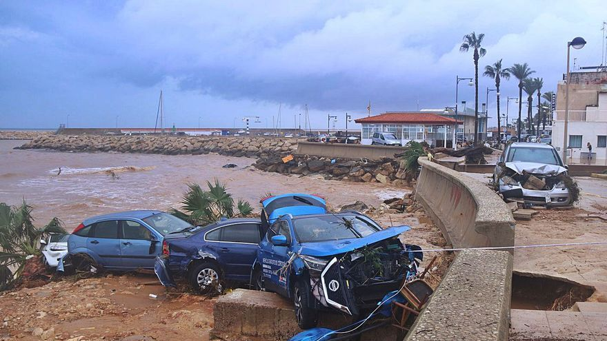 Un matí de pluges torrencials inunda el Baix Ebre i el Montsià
