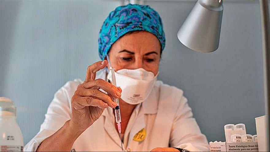 La llegada de 730.000 dosis de Pfizer en junio acelera la vacunación en Galicia