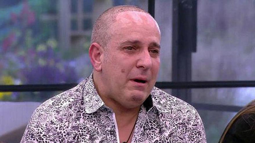 Víctor Sandoval, roto de dolor tras la muerte de su padre