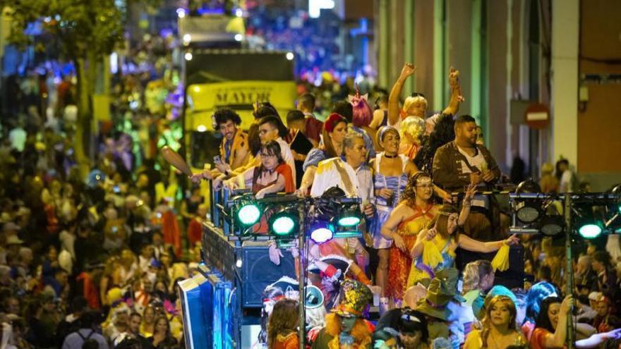 El turista gasta de media 773 euros  en el Carnaval y los residentes 63