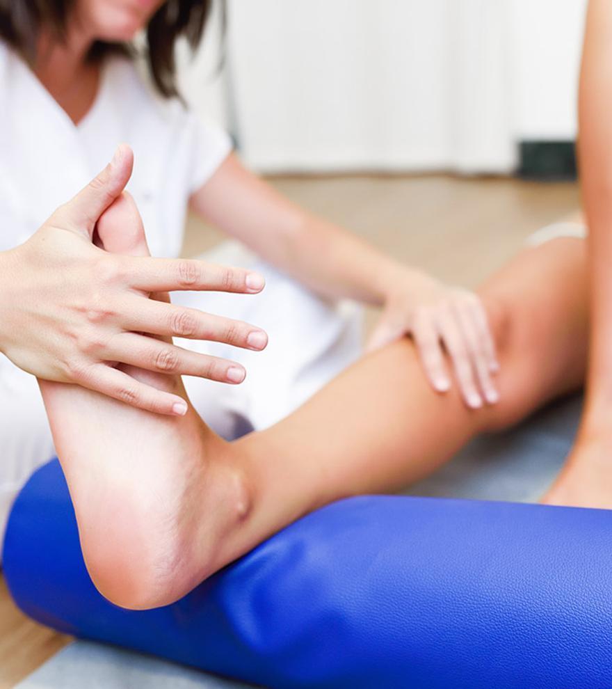 El ICOFCV insta a la población a acudir al fisioterapeuta para cuidar la salud.