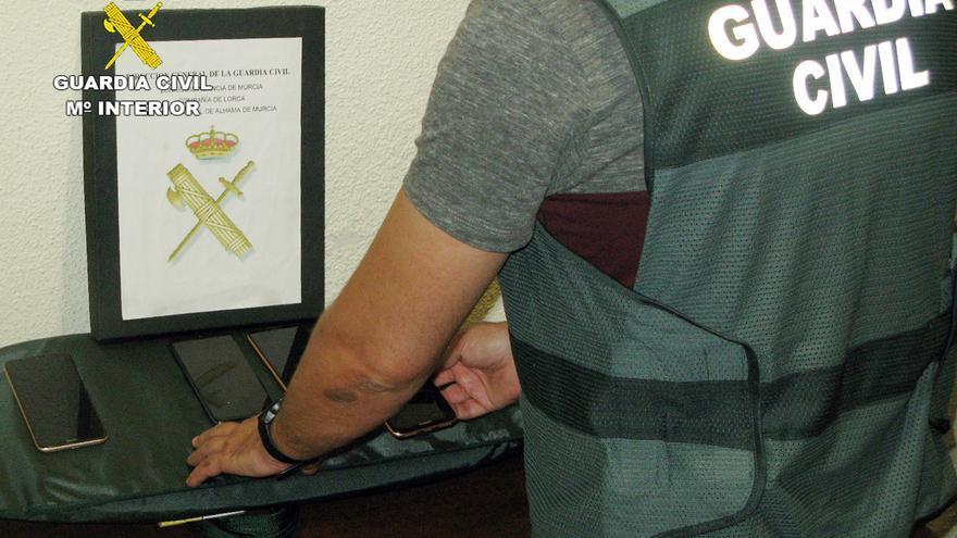 Desmantelan en Alhama a un grupo dedicado al robo y comercialización ilícita de móviles