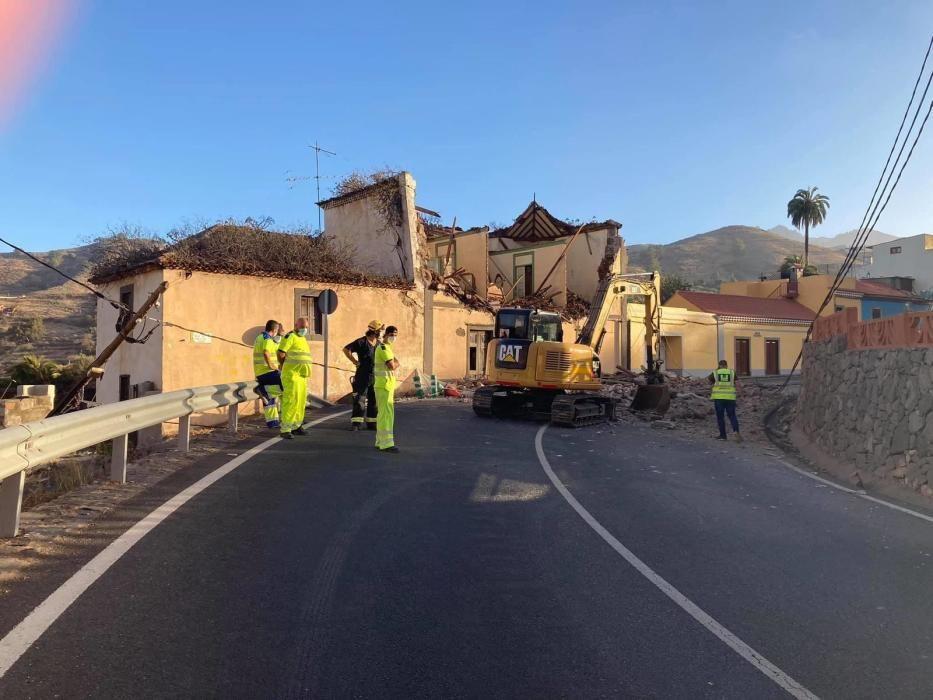 Derrumbe de la fachada de una casa en la carretera del Centro