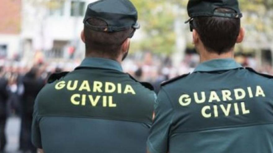 La Guardia Civil disuelve un 'botellón' con más de 30 personas en El Rosario