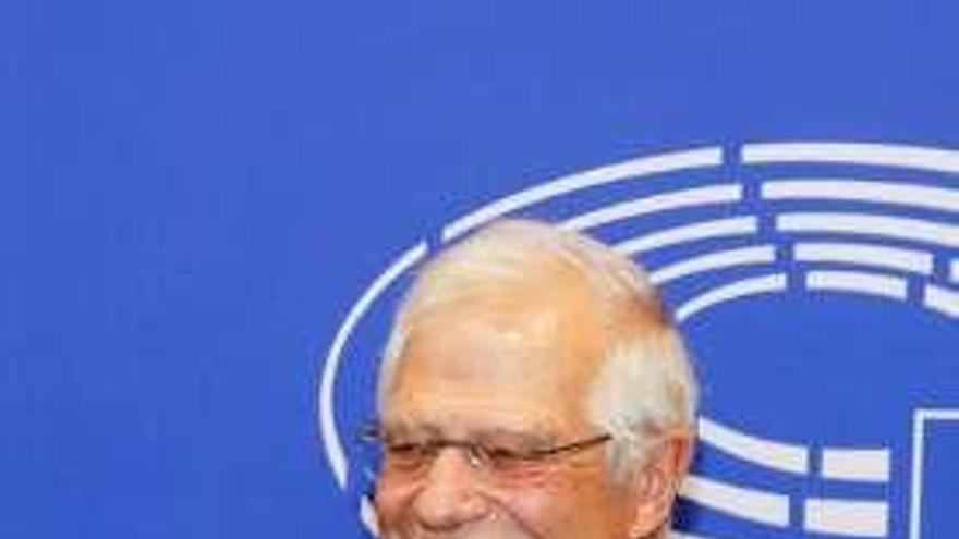 """Borrell renuncia a su euroescaño para no dejar Exteriores """"vacante por tiempo indefinido"""""""