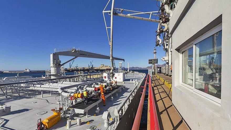 """Repsol, el """"aliado vital"""" que genera el 70% de la actividad del Puerto"""