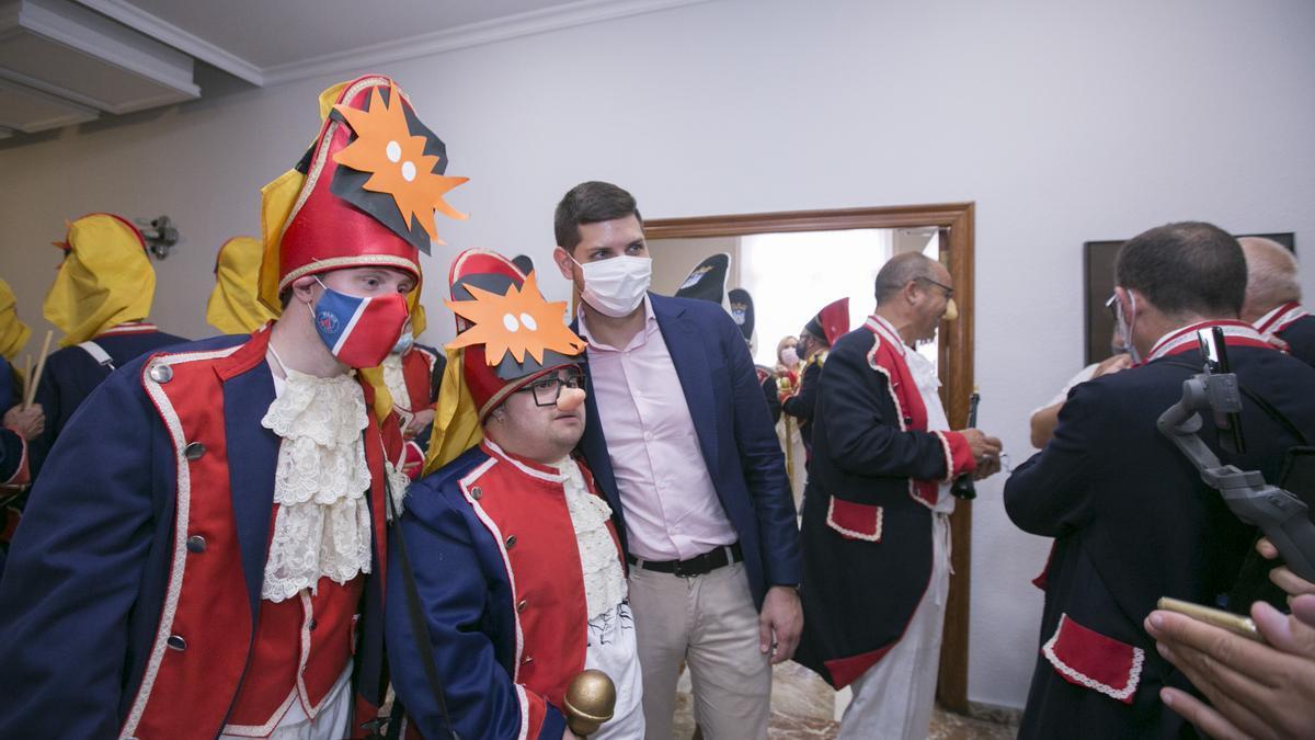 El Tio de la Porra de Gandia da la bienvenida a las fiestas