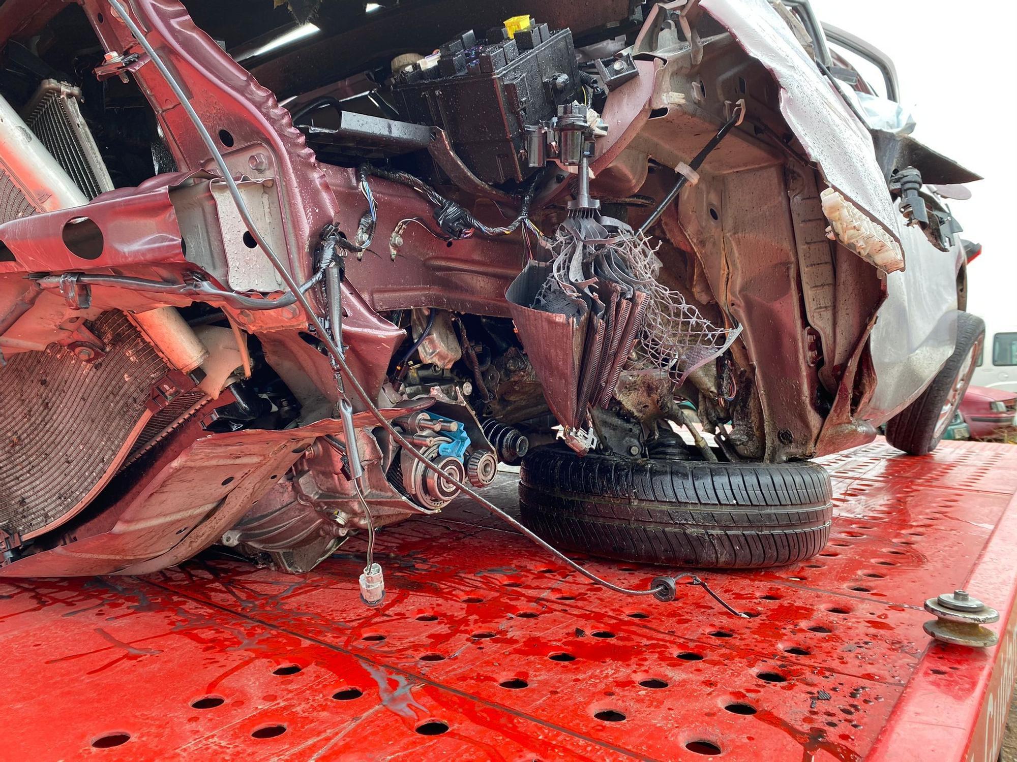 Accidente mortal en la AP-7: un coche impacta contra la mediana y sale volando