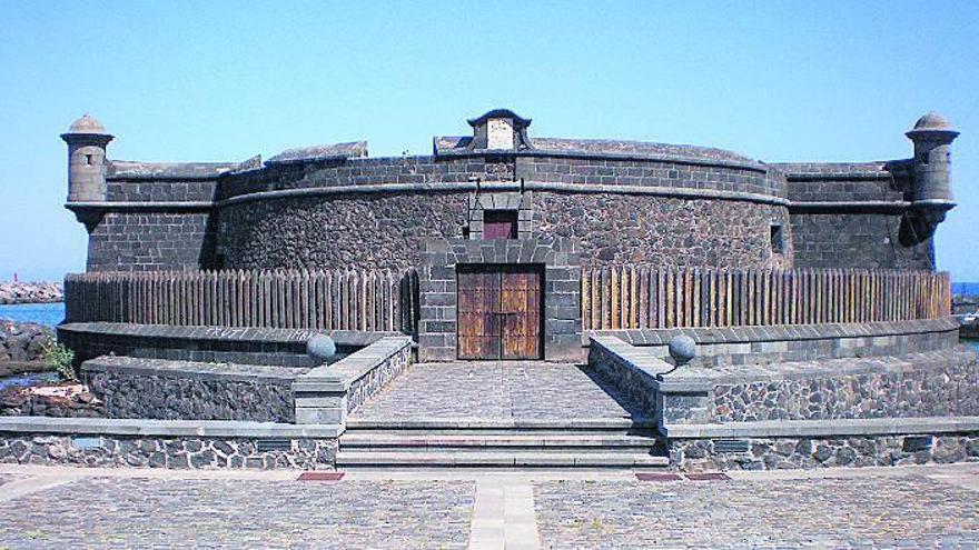 Santa Cruz. Plaza Fuerte I.- Castillos