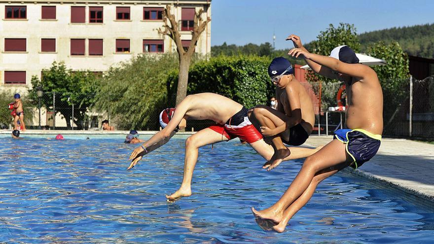 El mal tiempo pasa factura durante julio a la asistencia a las piscinas municipales