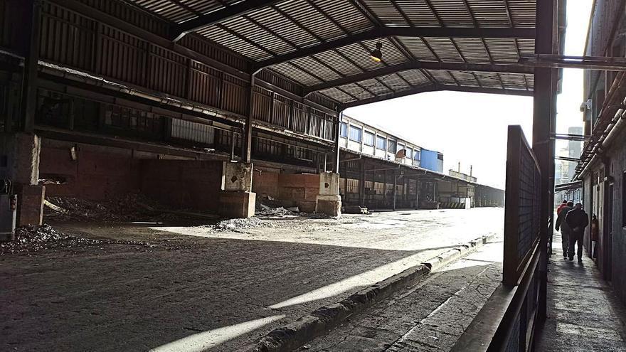 Las fábricas de Alu Ibérica reducen plantilla de forma temporal con permisos retribuidos