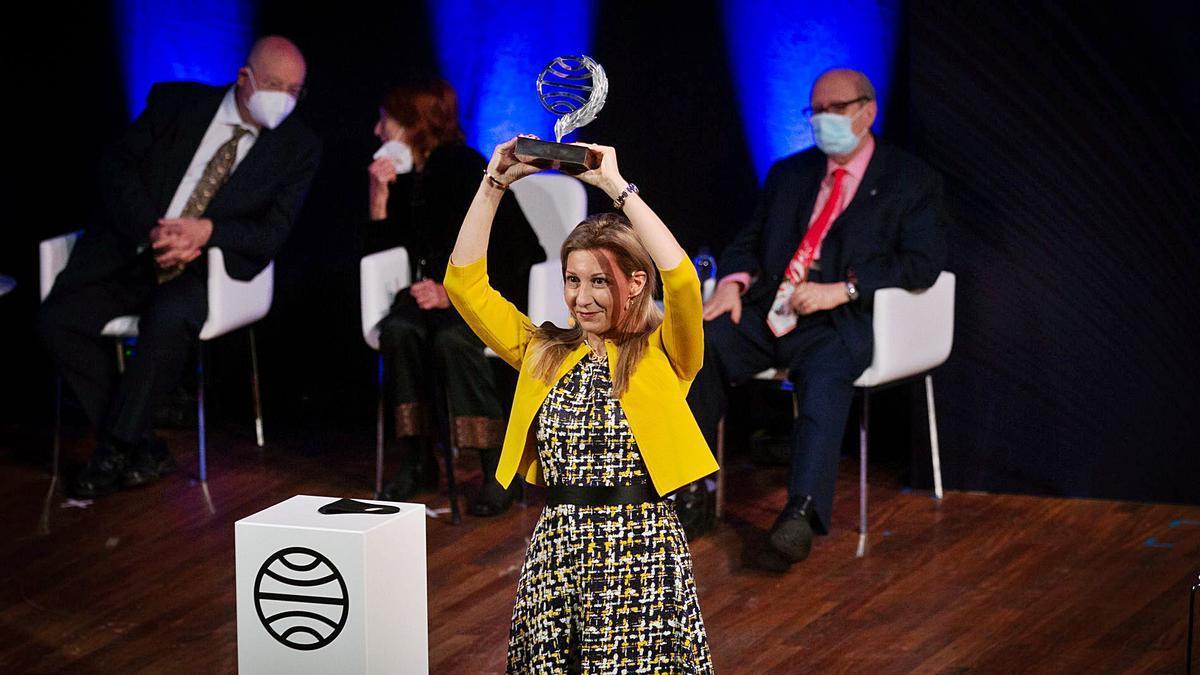 Eva García Saénz de Urturi gana el Planeta con una novela medieval -  Levante-EMV