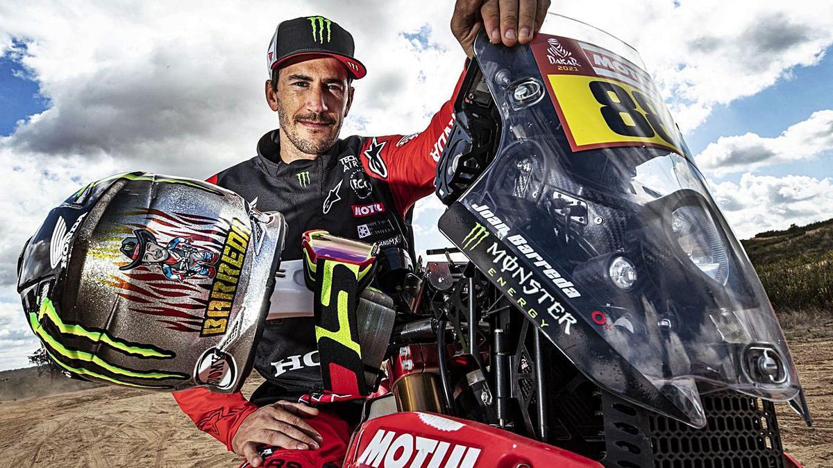 Joan Barreda, sobre la Honda con la que intentará ganar por primera vez el Dakar.  | LEVANTE-EMV
