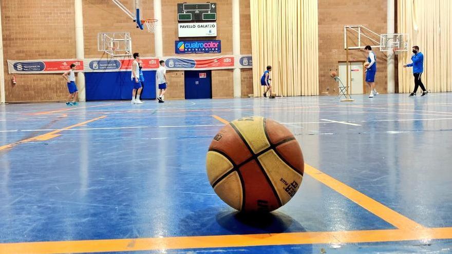 Imagen de un entrenamiento de uno de los equipos del Bàsquet Calvià
