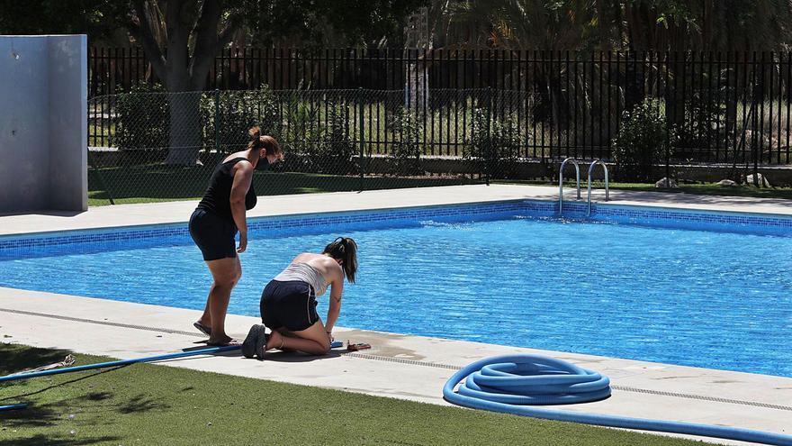 Los menores de 14 que vayan solos a las piscinas necesitarán autorización