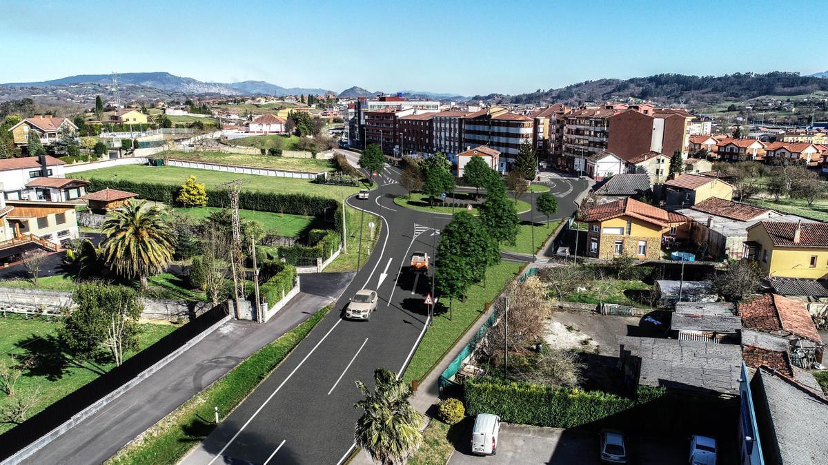 Recreación del proyecto para los nuevos accesos a El Berrón desde la zona oeste de la localidad, en una vista desde la entrada a la localidad desde Argüelles