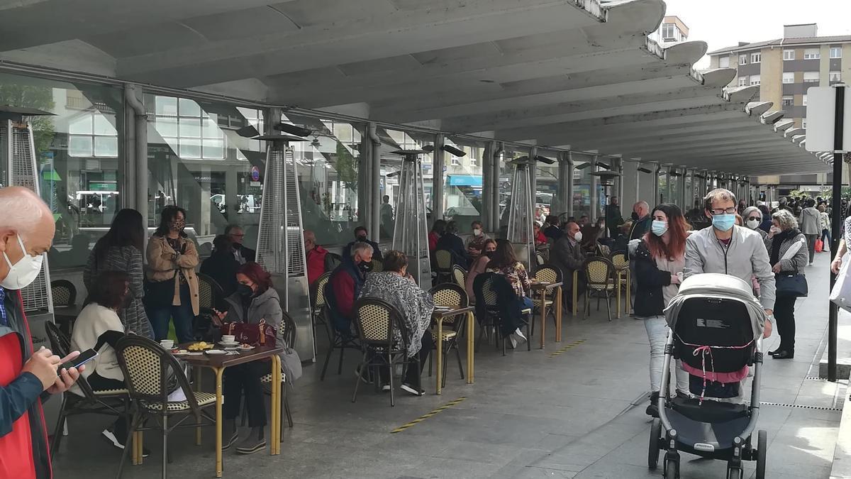 Terrazas de hostelería, en la plaza cubierta de la Pola